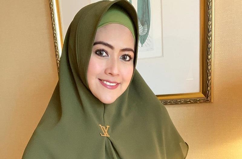 https: img.okezone.com content 2020 09 28 620 2284917 sebelum-hijrah-ke-makassar-meggy-wulandari-dan-suami-baru-bulan-madu-di-bali-3wMn4eap8z.jpg