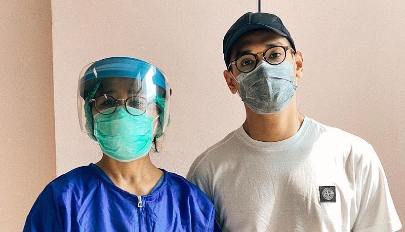 https: img.okezone.com content 2020 09 29 33 2285328 orang-tuanya-dokter-ini-pesan-afgan-hadapi-pandemi-covid-19-QYFrcC2Lcg.jpg