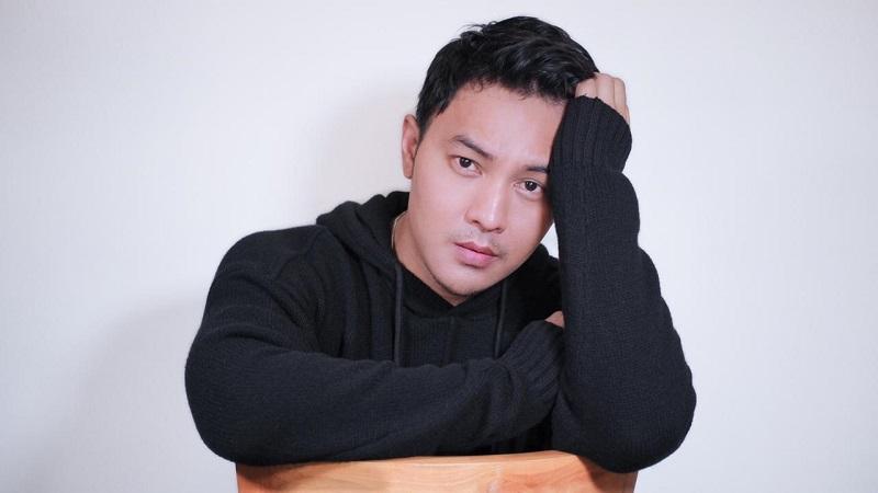 https: img.okezone.com content 2020 09 29 33 2285614 cerita-aktor-rico-tian-ngefans-dengan-hyun-bin-Rucu0RP12F.jpeg