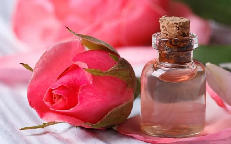 https: img.okezone.com content 2020 09 29 611 2285370 4-manfaat-air-mawar-untuk-kulit-wajah-apa-saja-F32xmO7qaz.jpg