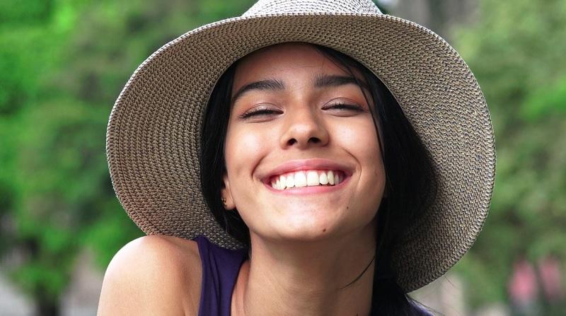 https: img.okezone.com content 2020 09 29 611 2285584 mau-gigi-putih-coba-perawatan-alami-ini-yuk-0kVVQsLOFo.jpg