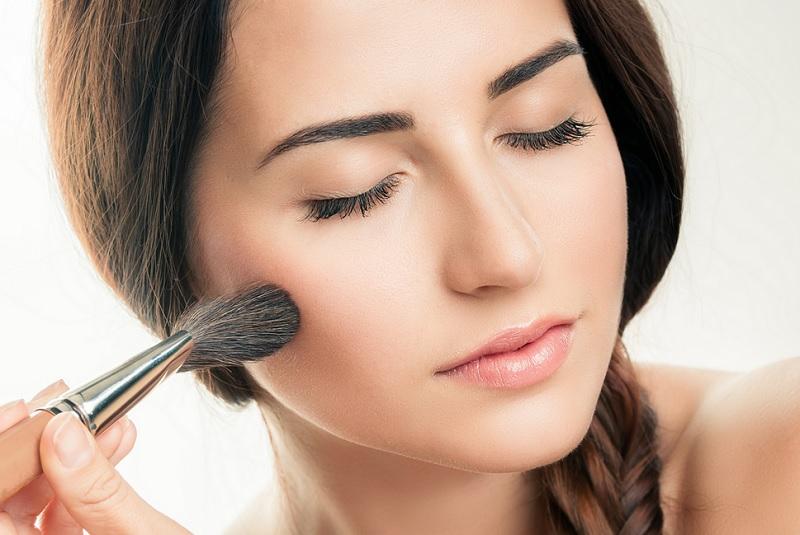 https: img.okezone.com content 2020 09 29 611 2285608 3-tips-memakai-blush-on-untuk-bentuk-wajah-bulat-R5xPoWtT6p.jpg