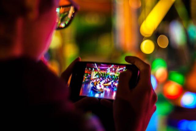 https: img.okezone.com content 2020 09 30 16 2285932 operator-telekomunikasi-hadirkan-sim-card-khusus-bermain-game-P1gDv9DvQj.jpg