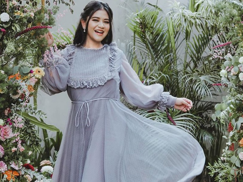 https: img.okezone.com content 2020 09 30 194 2285986 cantiknya-kahiyang-ayu-jadi-peri-bunga-netizen-princess-nya-pak-jokowi-xLMZIdDkLw.jpg