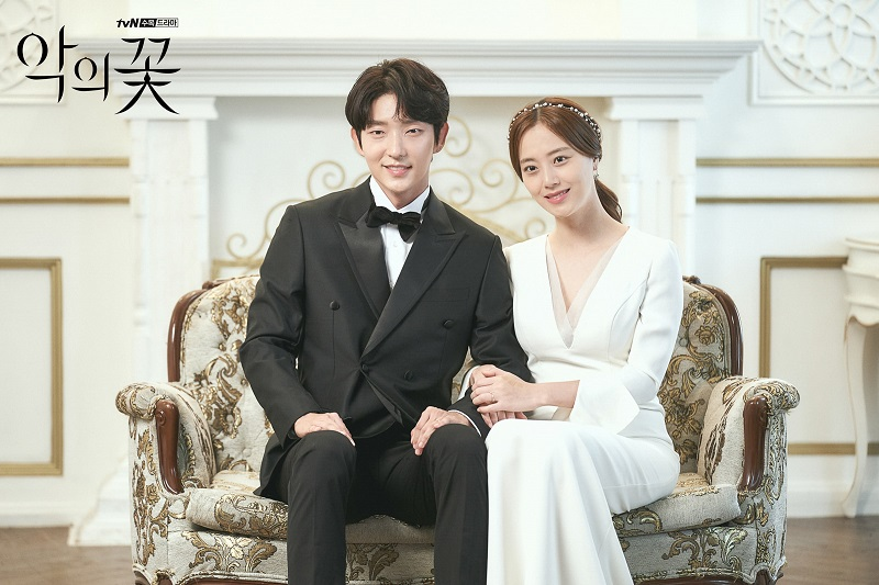 https: img.okezone.com content 2020 09 30 33 2286409 moon-chae-won-alasan-lee-joon-gi-percaya-diri-bintangi-flower-of-evil-3iwvudjQSr.jpeg