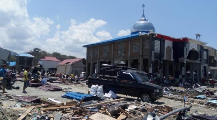 https: img.okezone.com content 2020 09 30 337 2286110 heboh-gempa-besar-dan-tsunami-20-meter-ini-panduan-evakuasinya-M5eWtjGMu9.jpg