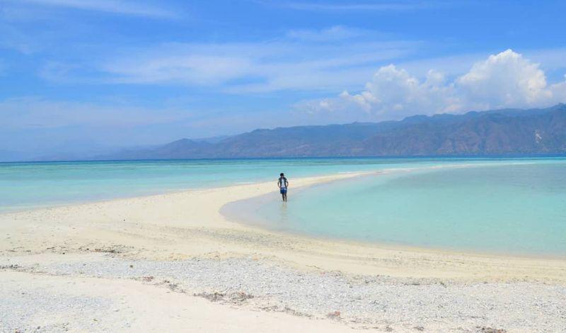 https: img.okezone.com content 2020 09 30 408 2286239 indahnya-pasir-timbul-bak-daratan-di-pulau-sika-ntt-8KuVEh3oFD.jpg
