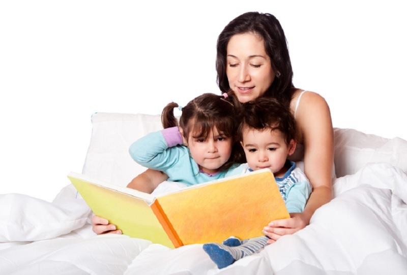 https: img.okezone.com content 2020 09 30 612 2286171 orangtua-wajib-bacakan-1000-buku-sampai-anak-masuk-tk-kenapa-kSgIJKA1Ut.jpg