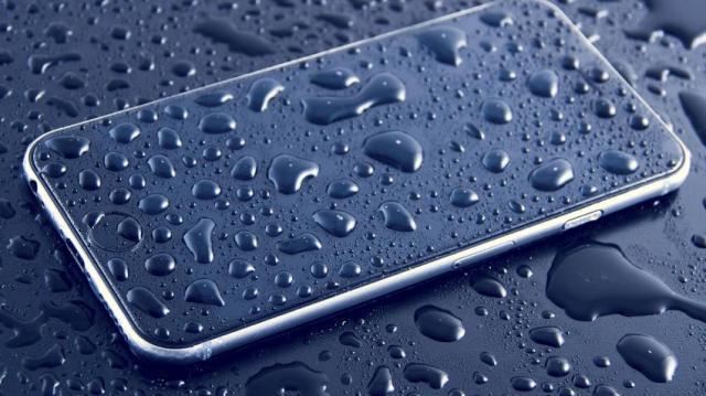 https: img.okezone.com content 2020 10 01 16 2286511 4-cara-agar-smartphone-tidak-rusak-saat-musim-hujan-IPEqMofQVb.jpg