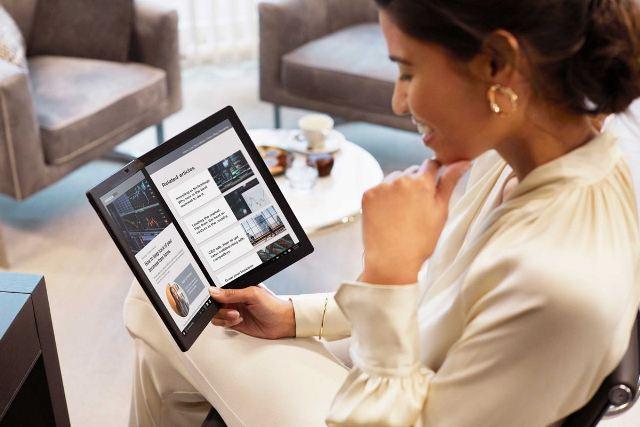 https: img.okezone.com content 2020 10 01 16 2286527 lenovo-buat-laptop-layar-lipat-pertama-intip-spesifikasinya-0Pl7A8806u.jpg