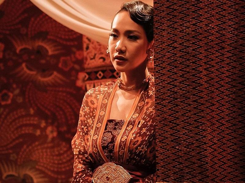 https: img.okezone.com content 2020 10 01 194 2287011 pesona-4-artis-indonesia-pakai-batik-cantik-banget-PYddl0A3ve.jpg