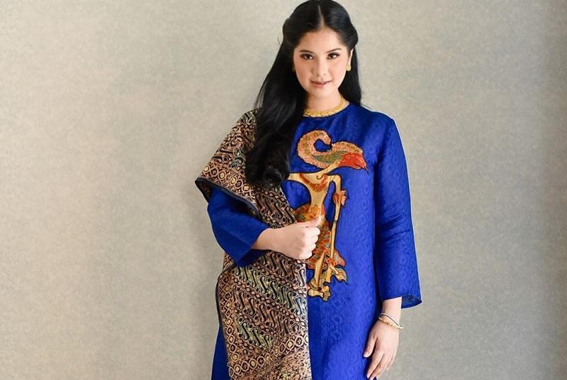 https: img.okezone.com content 2020 10 01 33 2286824 sambut-hari-batik-nasional-annisa-pohan-tawarkan-endorse-gratis-untuk-umkm-batik-QSAbsmb3sG.jpg
