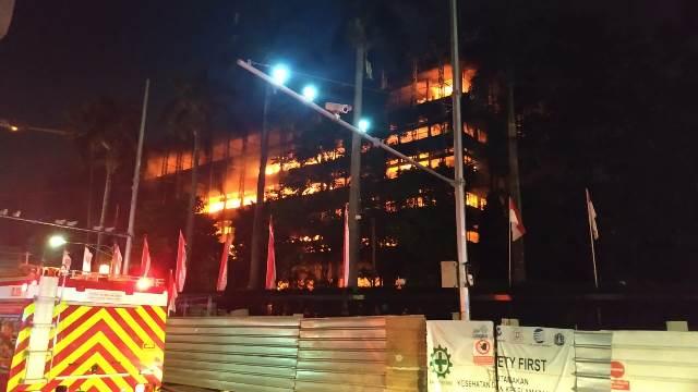 https: img.okezone.com content 2020 10 01 337 2286785 staf-ahli-jaksa-agung-diperiksa-terkait-kebakaran-gedung-kejagung-adQLr3aDrl.jpg