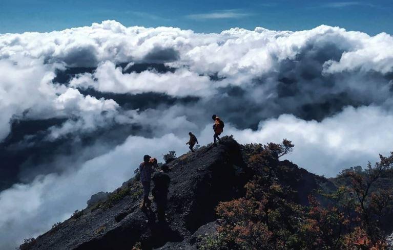 https: img.okezone.com content 2020 10 01 406 2286918 ini-hal-yang-harus-diperhatikan-pendaki-saat-turun-gunung-Cnr8v0QpmP.JPG