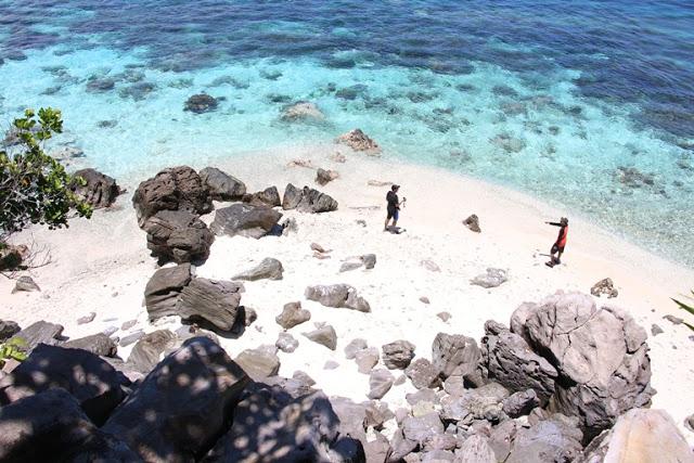 https: img.okezone.com content 2020 10 01 408 2286674 pulau-failonga-surga-snorkeling-di-tidore-yang-indahnya-kebangetan-h9kvsb9bBo.JPG