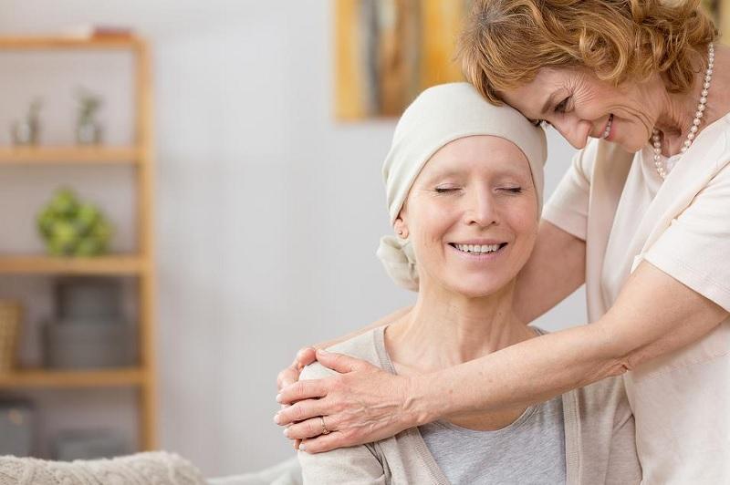 https: img.okezone.com content 2020 10 01 620 2286692 5-cara-caregiver-bantu-pasien-kanker-payudara-metastatis-MsAXtd0DPK.jpg
