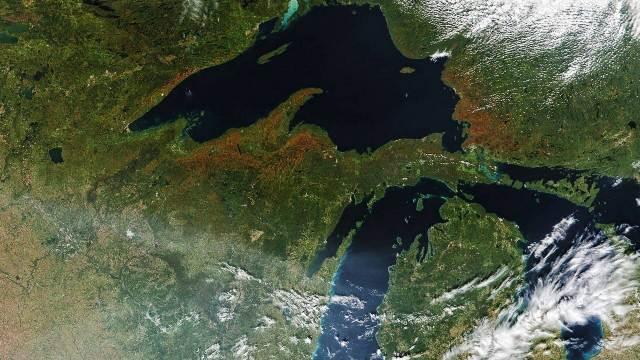 https: img.okezone.com content 2020 10 02 16 2287224 satelit-nasa-merekam-gambar-musim-gugur-yang-terlihat-berwarna-PasG6wWYcx.jpg