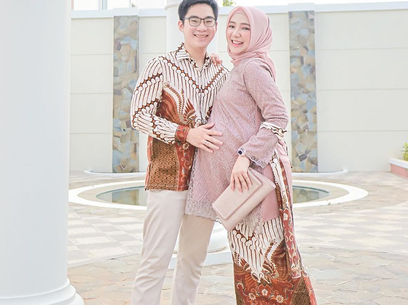 https: img.okezone.com content 2020 10 02 194 2287286 ide-padu-padan-batik-dengan-hijab-ala-selebgram-ayu-indriati-2I4uU5M63p.jpg