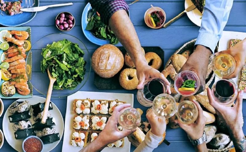 https: img.okezone.com content 2020 10 02 298 2287233 benarkah-berhenti-mengkonsumsi-karbohidrat-usai-makan-siang-dapat-turunkan-berat-badan-EvrWeKI0QR.jpg