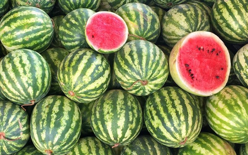 https: img.okezone.com content 2020 10 02 298 2287473 5-manfaat-makan-semangka-dengan-bijinya-simak-ya-GzCeUe1v5S.jpg