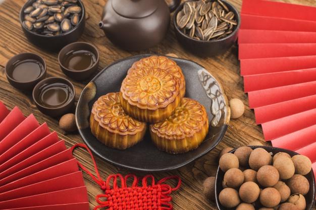 https: img.okezone.com content 2020 10 02 301 2287218 kenapa-kue-bulan-wajib-ada-di-festival-pertengahan-musim-gugur-YKzrkeO2dI.jpg