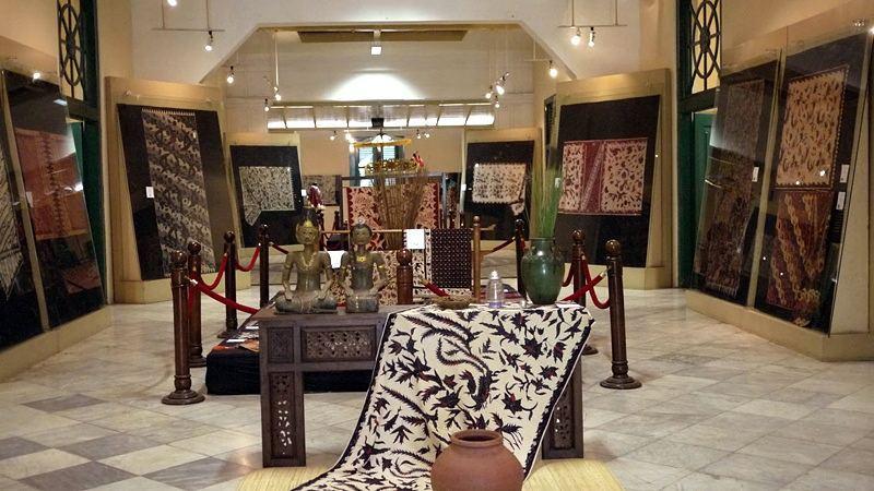 https: img.okezone.com content 2020 10 02 408 2287319 kunjungi-museum-batik-yogyakarta-traveler-bisa-pelajari-motif-batik-klasik-iIehhqkWjo.jpg