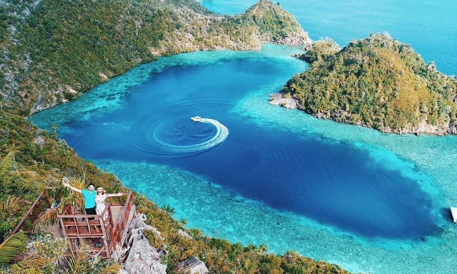 Pesona Love Lagoon di Raja Ampat, Telaga Biru Berbentuk Hati : Okezone  Travel