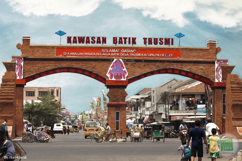 https: img.okezone.com content 2020 10 02 408 2287336 hari-batik-nasional-yuk-jelajahi-4-kampung-batik-di-indonesia-0oBh78y06H.jpg