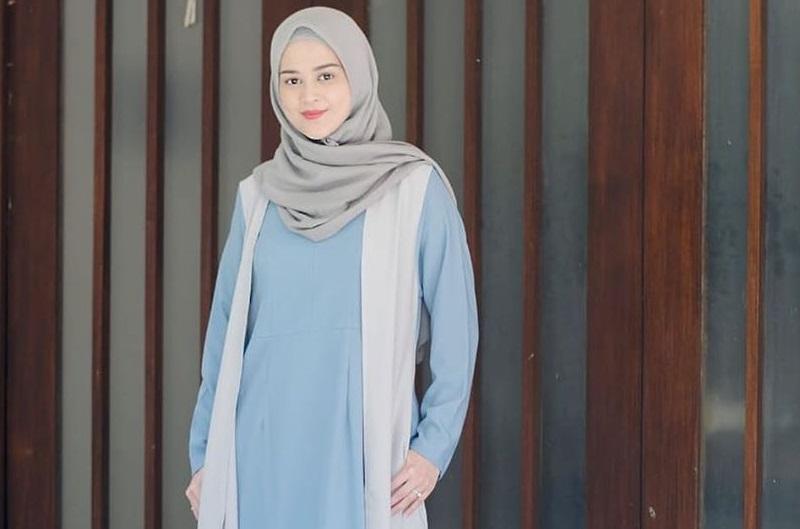 https: img.okezone.com content 2020 10 02 455 2287472 mendunia-bisnis-hijab-kian-digandrungi-pebisnis-NbeGFz8Pyn.jpg