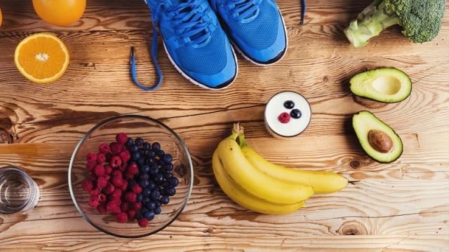 https: img.okezone.com content 2020 10 02 481 2287591 5-makanan-yang-cocok-dikonsumsi-sebelum-olahraga-22mfhvwfoT.jpg