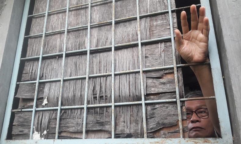 https: img.okezone.com content 2020 10 03 244 2287705 keluarganya-disekap-dalam-rumah-warga-denpasar-lapor-polisi-OlxWsQK2pr.jpg