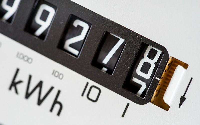 https: img.okezone.com content 2020 10 03 320 2287884 tarif-listrik-turun-tanpa-syarat-simak-6-faktanya-6ualpal5k5.jpg