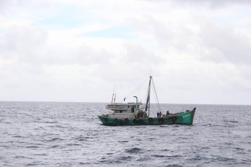 https: img.okezone.com content 2020 10 03 337 2287851 tni-al-tangkap-dua-kapal-ikan-asing-vietnam-di-laut-natuna-utara-5zGLO7WXhk.jpg