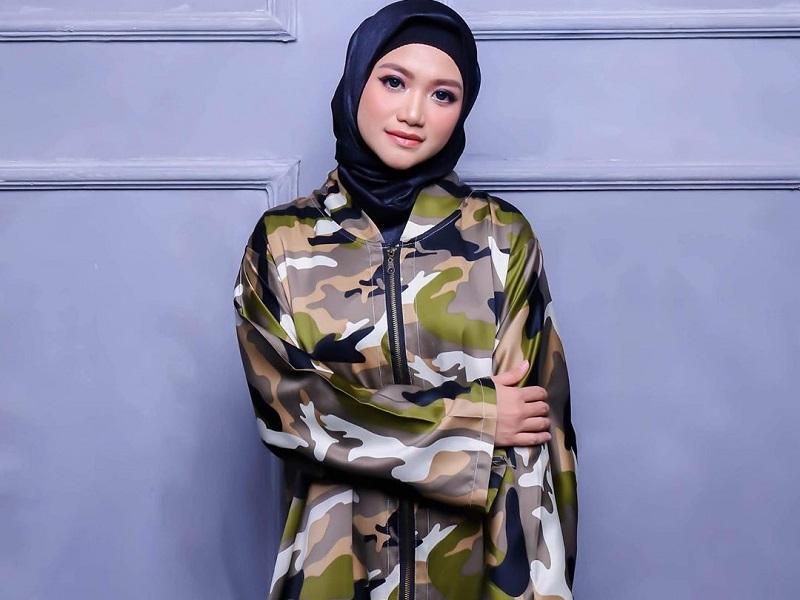 https: img.okezone.com content 2020 10 05 194 2288691 hut-tni-ke75-intip-4-inspirasi-army-look-untuk-hijabers-nmbWJIGas9.jpg