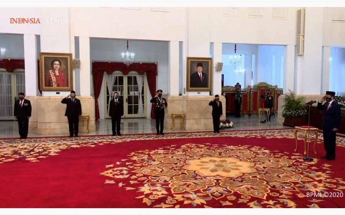 https: img.okezone.com content 2020 10 05 337 2288444 presiden-jokowi-jadi-irup-hut-ke-75-ri-secara-virtual-di-istana-negara-UloxOBJbsf.jpg