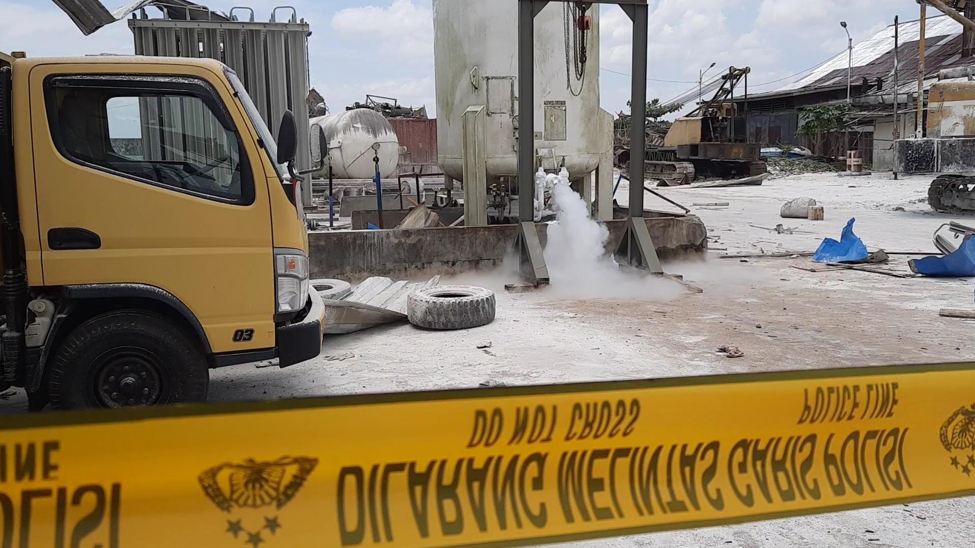 https: img.okezone.com content 2020 10 05 340 2288885 ledakan-tabung-nitrogen-rusak-puluhan-rumah-perusahaan-sebut-lagi-sial-NAiYWZI9JM.jpg
