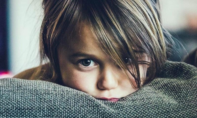https: img.okezone.com content 2020 10 05 481 2288504 anak-saksi-mata-pembunuhan-psikolog-penyembuhan-traumanya-cenderung-lama-zzDpALKxVg.jpg