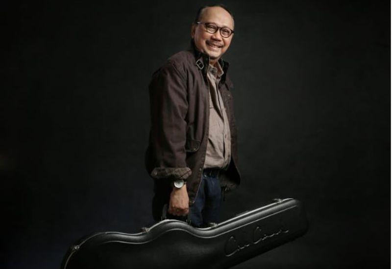 https: img.okezone.com content 2020 10 05 619 2288665 chord-gitar-dan-lirik-lagu-berita-kepada-kawan-ebiet-g-ade-BGI1PrK9hV.jpg