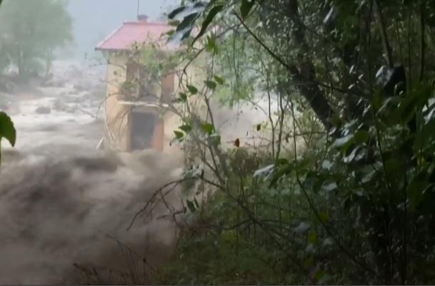 https: img.okezone.com content 2020 10 06 18 2289099 banjir-bandang-landa-prancis-dan-italia-tewaskan-setidaknya-7-orang-puluhan-hilang-wKz6R1Y2qO.jpg