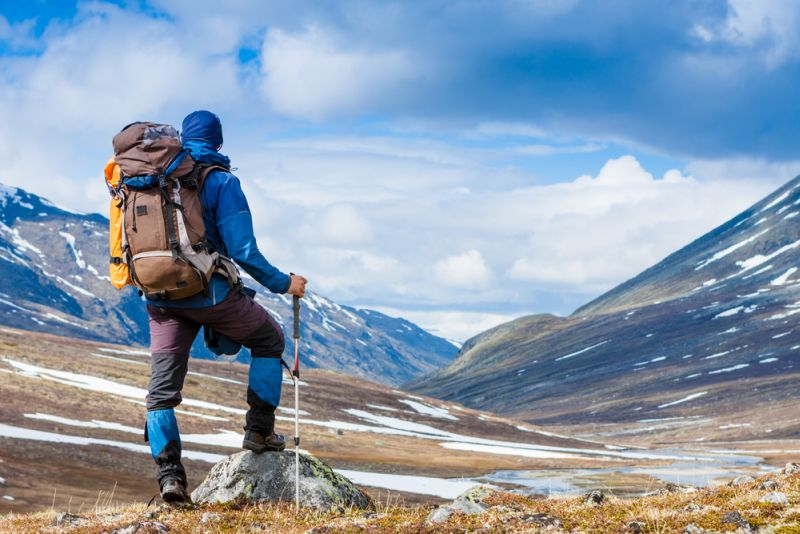 https: img.okezone.com content 2020 10 06 406 2289392 dear-backpacker-lakukan-4-hal-ini-saat-tersesat-di-hutan-atau-gunung-7HVJzlayRw.jpg