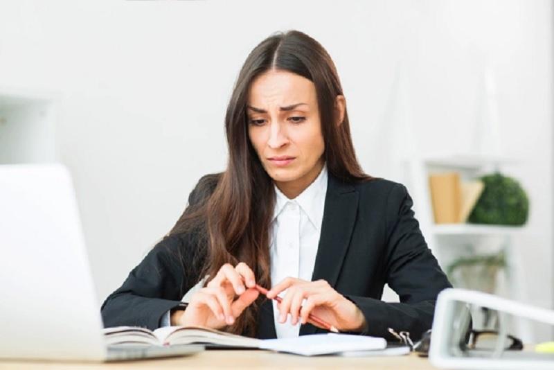 https: img.okezone.com content 2020 10 06 612 2289050 curhat-buruh-perempuan-usai-ruu-cipta-kerja-disahkan-RAWWPoKyov.jpg