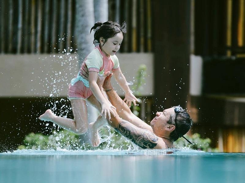 https: img.okezone.com content 2020 10 06 612 2289162 potret-manis-kebersamaan-gading-marten-dan-gempita-netizen-auto-baper-QGraNJlsmG.jpg