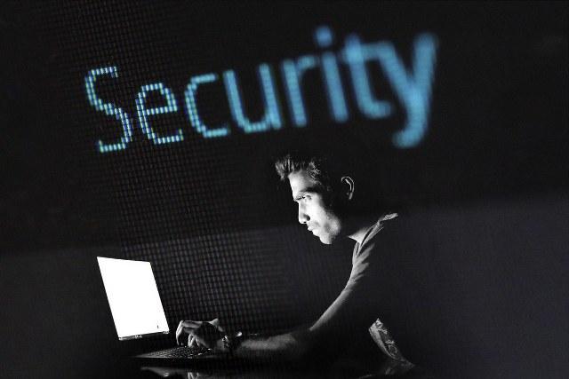 https: img.okezone.com content 2020 10 07 16 2289684 rentan-diretas-peneliti-sebut-chip-t2-apple-miliki-celah-keamanan-hGTBfrlGhp.jpg
