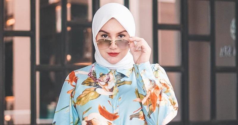 https: img.okezone.com content 2020 10 07 194 2289907 5-gaya-hijab-irish-bella-mama-muda-cantik-dan-modis-0ZwygdQrwu.jpg
