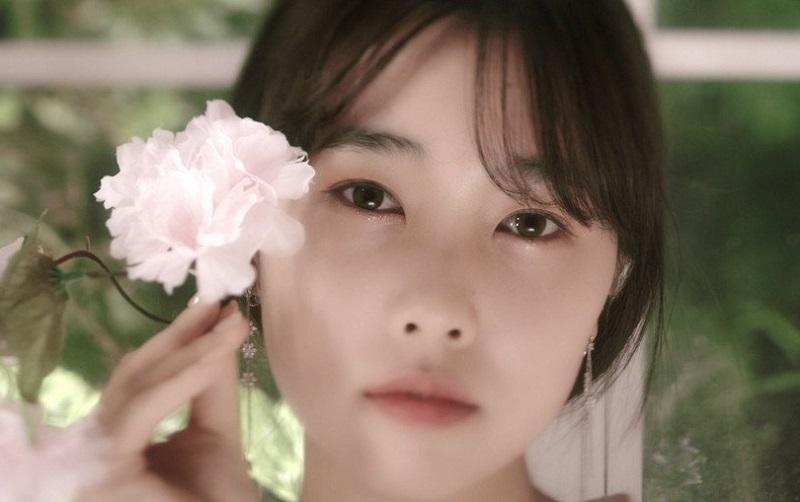 https: img.okezone.com content 2020 10 07 205 2289675 adik-taeyeon-snsd-debut-lewat-lagu-eyes-on-you-11x7OTxLX7.jpg