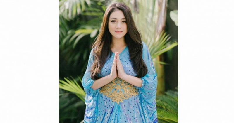 https: img.okezone.com content 2020 10 07 33 2289676 4-fakta-celine-evangelista-pelajari-agama-islam-MjDXLSDmmW.jpg