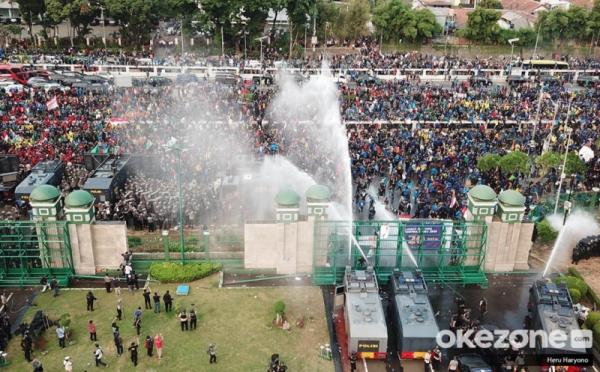 https: img.okezone.com content 2020 10 07 337 2289806 besok-bem-seluruh-indonesia-demo-besar-besaran-tolak-uu-cipta-kerja-HMuQQ85zuF.jpg
