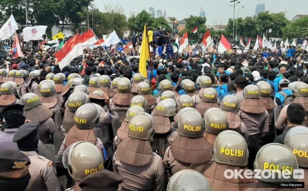 https: img.okezone.com content 2020 10 07 337 2289941 polri-larang-bem-seluruh-indonesia-gelar-aksi-tolak-omnibus-law-56f2zZRsno.jpg