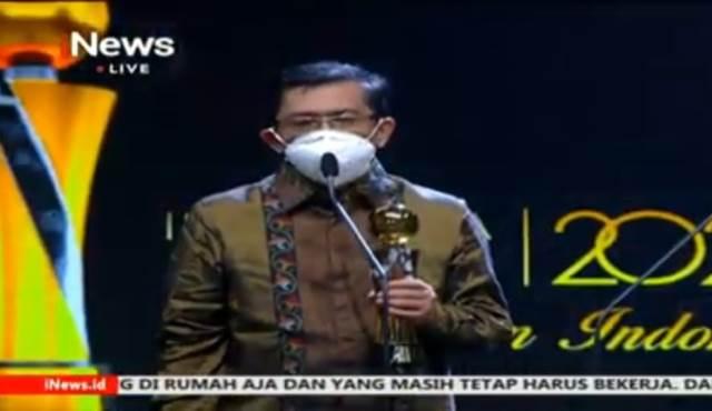 https: img.okezone.com content 2020 10 07 337 2290101 dokter-andani-eka-putra-raih-penghargaan-indonesia-award-2020-inews-Jq6jPg0pfZ.jpg