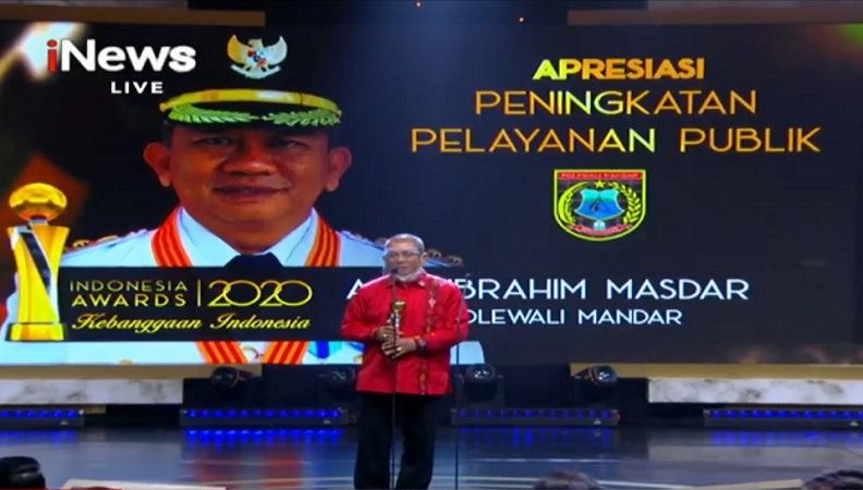 https: img.okezone.com content 2020 10 07 337 2290115 kabupaten-polewali-mandar-terima-penghargaan-peningkatan-pelayanan-publik-di-indonesia-awards-2020-7ZLgPFNrcp.jpg